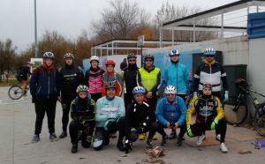 Grupo MTB junto al Azud del Ebro