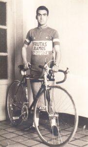 Antonio Bonacho con solo 17 años y su maillot de Frutas Ramos