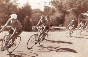 En el actual Parque Laborteda, Antonio Bonacho en cabeza y seguido de Adolfo Ibañez